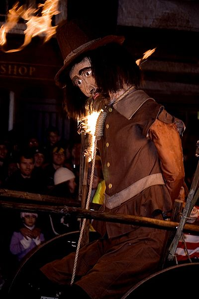 Lewes_Bonfire,_Guy_Fawkes_effigy (1)